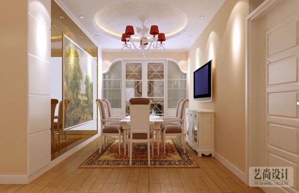升龙城135平方三室两厅两卫装修案例,客厅,餐厅,墙面造型,顶部吊顶,背景墙的造型花边设计都独具一格,体现欧式的浪漫和高贵。(艺尚装饰提供)