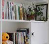 书柜已经摆满了很多书了