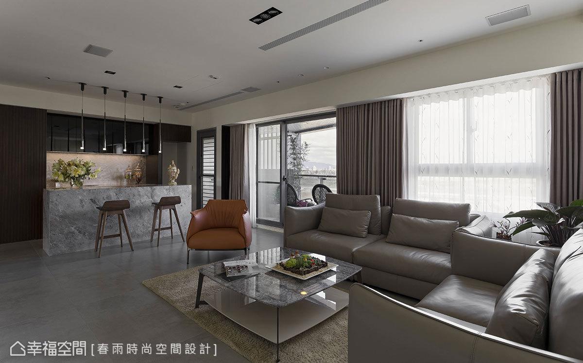 客厅图片来自幸福空间在客变规划198平三拼宅的分享