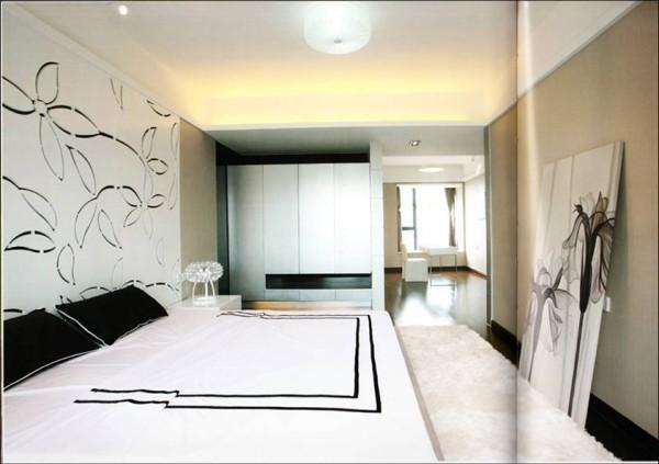 卧室床头可用混油木制搂花板,在花型上可用中国花中之贵的兰花图案,影印出业主自身的高贵与高端的生活品质,最终打造出个性浪漫与舒适一体的休息空间。