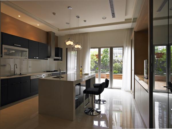 厨房的设计简单、大气,看起来干净、整洁。