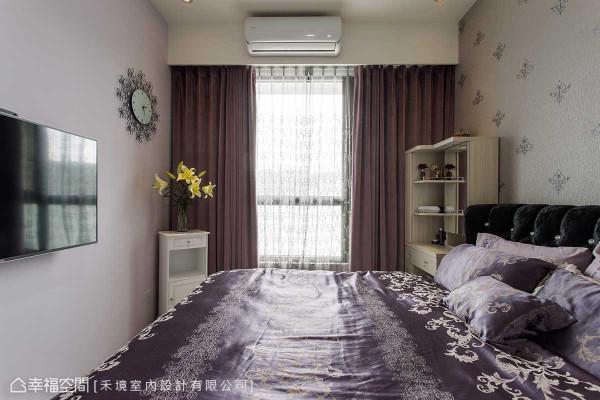 延续着客制化精神,主卧房选以女主人最爱的紫色系为基底彩度。