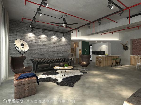 水泥质地的裸露楼板,与地坪平整的盘多磨夹叙中,沙发背墙的粗犷纹理,以及鲜明的红色消防管线与铁件灯轨,将不经修饰的「仓库感」细腻表现。