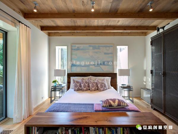 不管是地板、墙板和天花板都结合新旧,使用了两次填充材料。