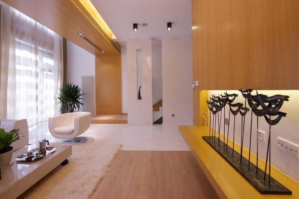 背景墙的设计很简单,大面积的木饰面看起来大方,搭配着简单的饰品,看起来和谐、完美。