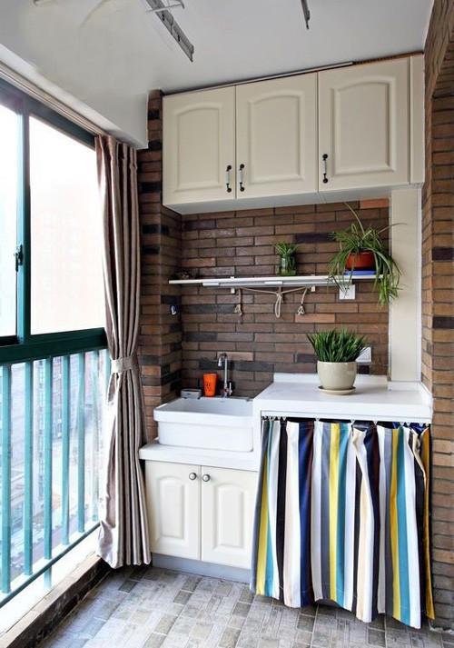 这个设计,有点地中海的感觉,布帘挡住的是洗衣机,防嗮防尘,外加美感。