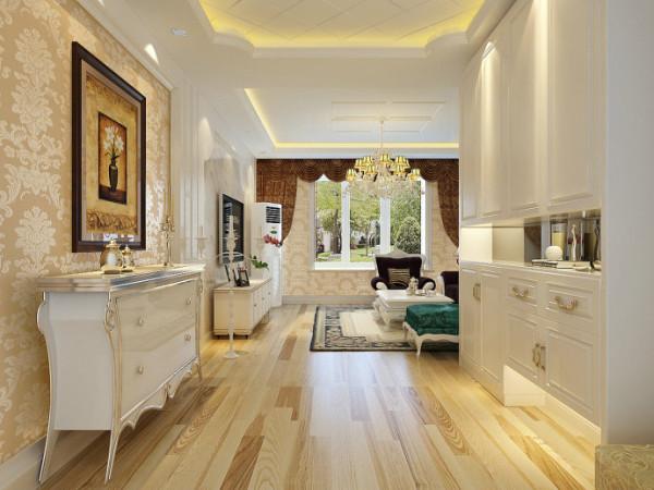 入厅口处多竖起两根豪华的罗马柱,室内则有真正的壁炉或假的壁炉造型。墙面最好用壁纸,或选用优质乳胶漆,以烘托豪华效果。