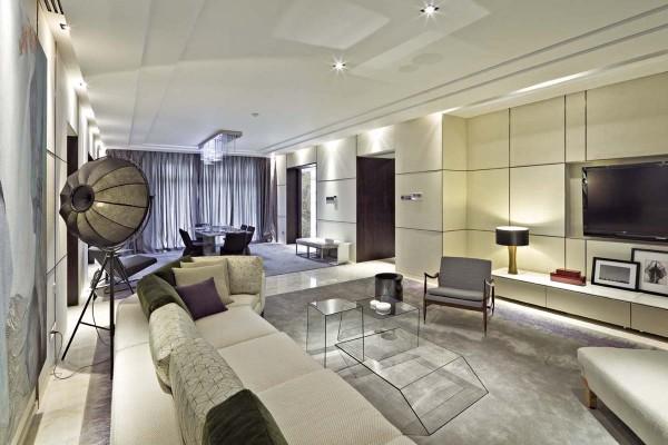 整个空间设计通透感十足,视野开阔,轻松舒适。