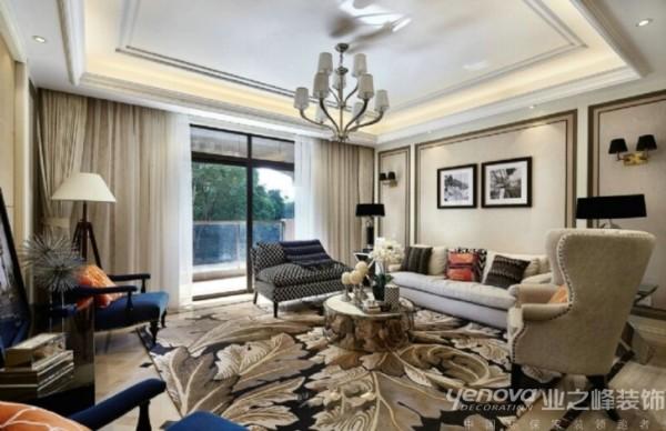 此区域为客厅区域,业之峰装饰设计师在设计此区域在吊顶上运用欧式大气的风格,让空间大气有层次。并且在墙面用线条硬包的处理和欧式家具,地毯的完美搭配,让客厅空间,大气,品质,轻松。