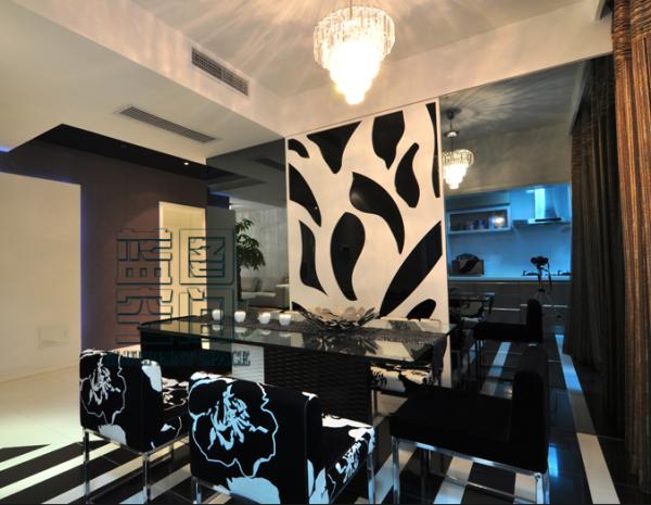餐厅采用黑白为主色调,餐厅的地板也是符合色调系。吊顶简约白色的吊顶。