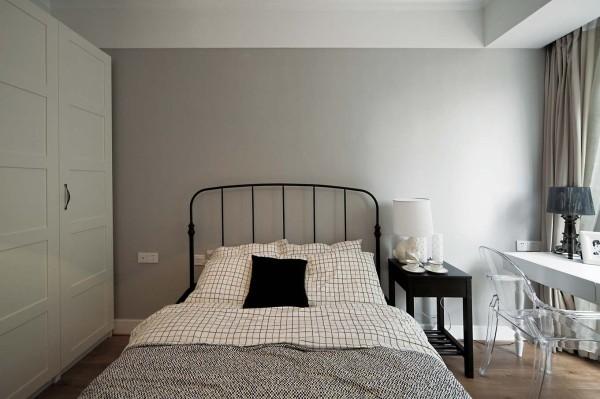 卧室的设计偏于简单、美观。和整体的设计看起来完美、搭配。