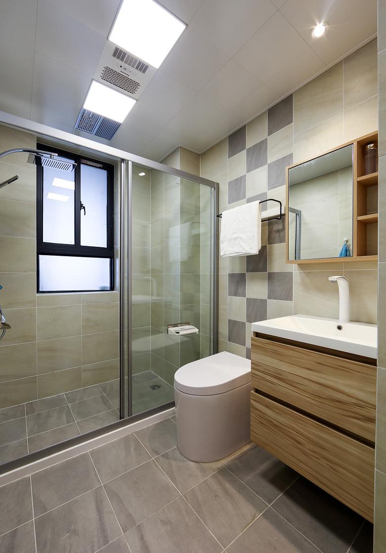 卫生间图片来自家装大管家在125平原木时尚复式 营造轻松自然的分享