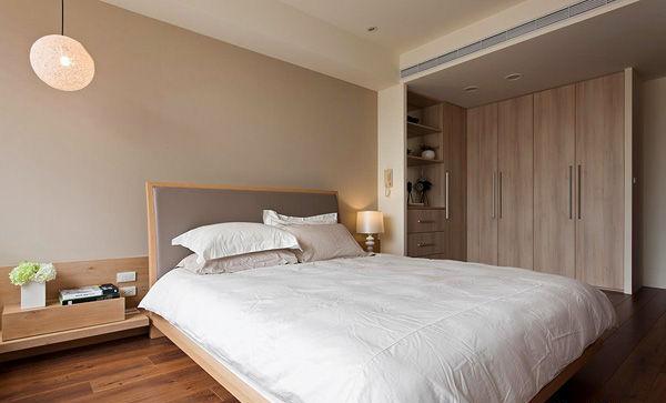 .温馨的原木卧室,强大的收纳,风格设计非常简洁
