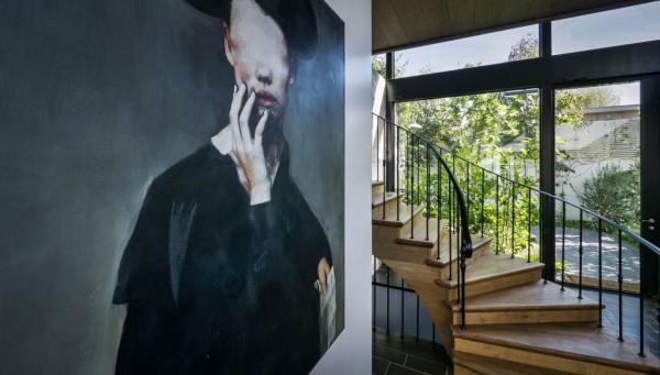楼梯也采用橡木地板,与整个空间相互呼应。