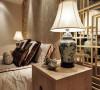 主卧装修设计,灯饰设计让每件中式家具就像首经典的老歌。