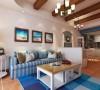 厨房是开放式的,用砖墙砌了一个吧台,上面贴彩色仿古砖。