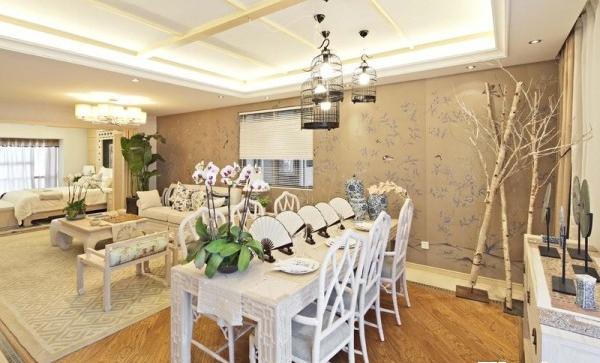 中式的家具精细比较耐看,让人看起来不过于浮躁,能体现中式装修的涵养。