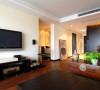 中式风格的客厅具有内蕴的风格,为了舒服,中式的环境中也常常用到沙发,但都比较古朴。