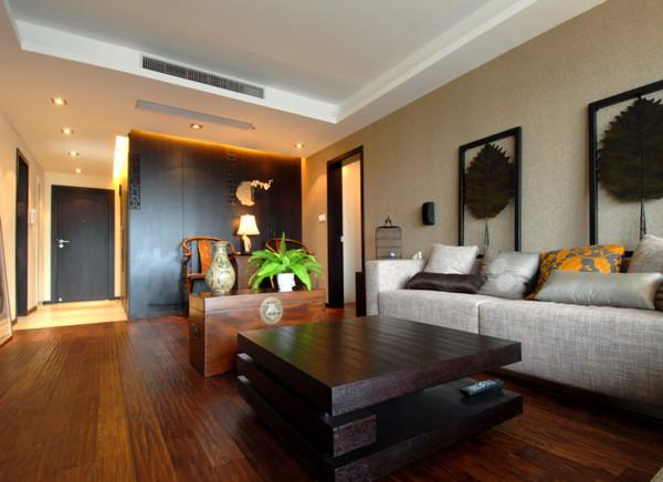 客厅装修中式风格的代表是中国明清古典传统家具、色彩的设计造型。