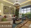 盛润锦绣城83平两室两厅美式乡村装修案例效果图——客厅布局,用现代美式的悠闲舒适来表现空间,让业主回到家之后能够完全的放松心情。
