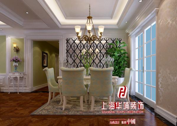 餐厅的风格延续房子主题风格的大线,几乎没有什么偏离,包括吊顶,灯饰,都与客厅遥相呼应。