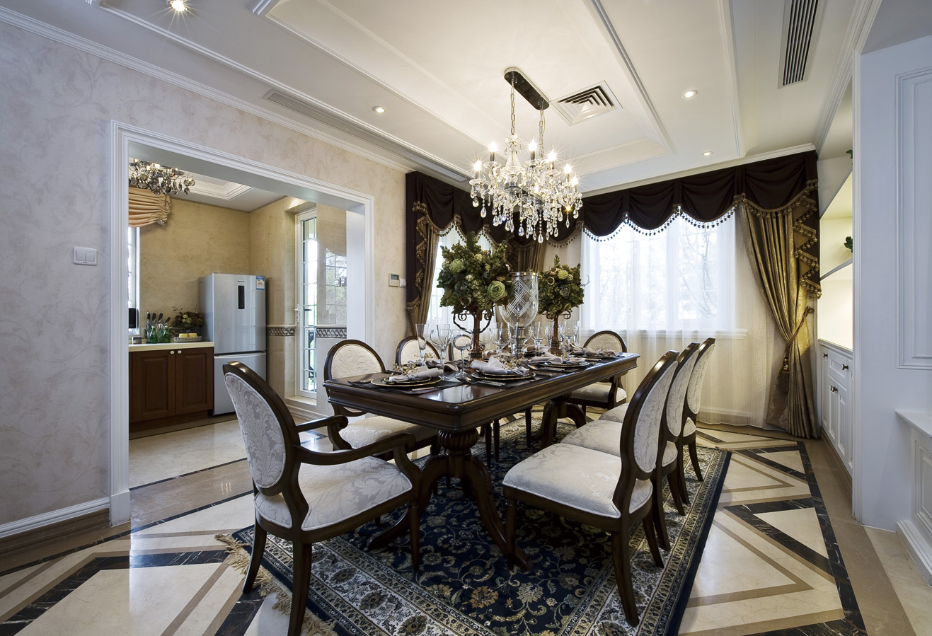 现代 美式 混搭 四居室 餐厅图片来自朗润装饰工程有限公司在中海城南华府 奢华现代美式的分享
