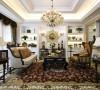 美式风格大多采用实木家具,崇尚古典韵味,怀旧之情溢于言表。美式风格造型较为随意,线条流畅,主要考虑实用性和舒适性。