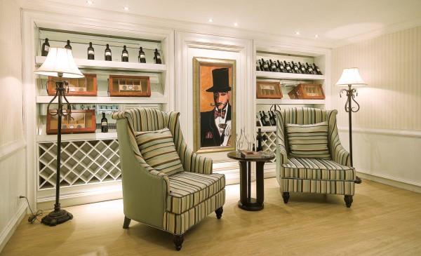 休闲区的设计很大胆,格子的英伦风,一种绅士的风格简单、大气。