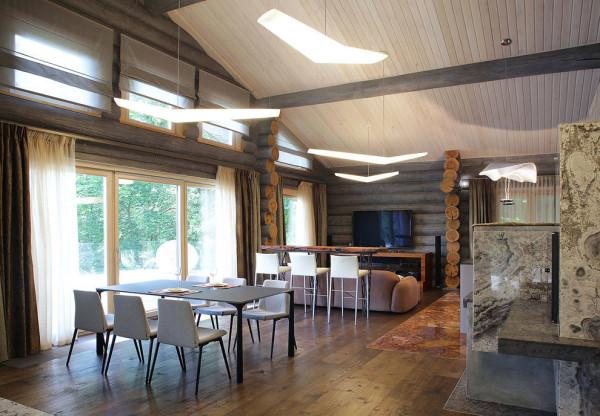 房高是木屋的设计优势,给了设计师很大的空间来发挥。