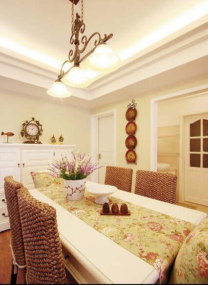 餐厅装修藤椅和布衣餐桌的配饰,感觉是不是清新自然
