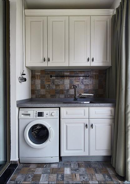 洗衣区域.有储物空间,也可以用手洗一些不适合洗衣机机洗的小物件