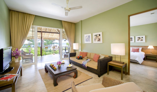 淡绿色的客厅的设计给了这个空间自然的气息