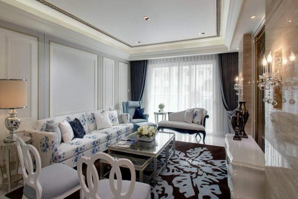 中式古典青花瓷的感觉配合活泼色系的客厅