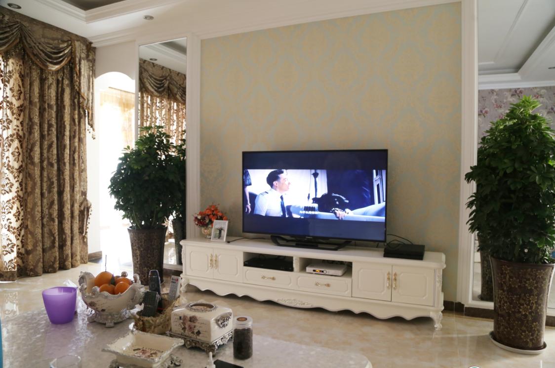 三居 欧式 简约 客厅图片来自四川岚庭装饰工程有限公司在118平三室两厅❤简欧❤10万全包的分享