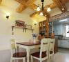 餐厅,桌椅选用的都是实木材质,浓浓的田园质朴气息