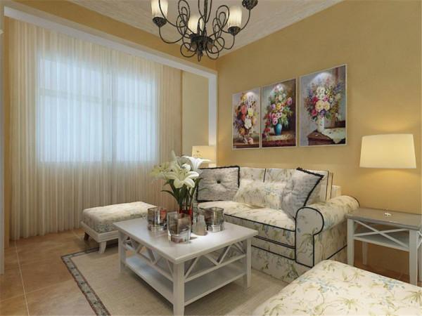 沙发墙做的简单的装饰,只是点缀的挂了几幅欧式挂画。