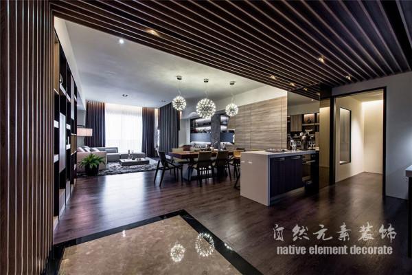 合理使用空间学,让整个空间感觉更加开阔,美学方面也使整个房屋显得沉稳大气。