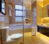 卫生间做防水处理,采用大理石进行铺贴,整个空间明亮轻松。