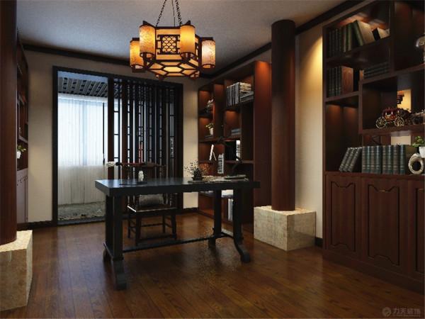 书房多宝阁和书架,中式装饰材料以木质为主,讲究雕刻彩绘、造型典雅,多采用酸枝木或大叶檀等高档硬木,经过工艺大师的精雕细刻