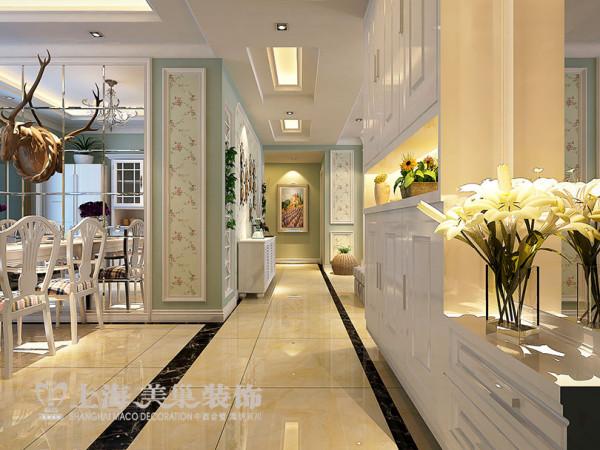 入户门厅布局,美式家居很多都是感人和温馨的。因为美国人认为房子是用来住的,不是用来欣赏的,要让住在其中或偶尔来往的人都倍感温暖,才是美式风格家居的真正设计精髓。
