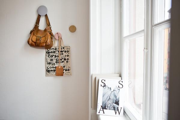 北欧风格的居家家具,浅淡的色彩、洁净的清爽感,让居家空间得以彻底降温。协调、对称的技巧,让每一个细节的铺排,都呈现出令人感觉舒适的气氛。