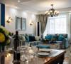 客厅以蓝色布艺沙发做了点缀,墙顶地的处理也非常简洁大方