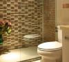 卫生间砖的色彩搭配也是亮点,尤其是整面墙的马赛克铺贴方式。