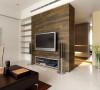 客厅电视背景墙采用的是木制的,旁边做了储物柜,可以摆放一些小饰品以及书籍,合理利用空间。