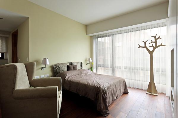 卧室装修设计正确运用色彩,可以改善居住条件色彩是表达情感的一种语言,它所表达的是一种人类内心中的某些极为复杂的感受。