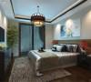 主卧室是男主人和女主人休息的地方只做了简单的布置,床后边挂画,床前有电视。
