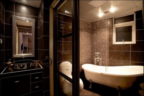 卫生间的设计整提议黑色为主色调,在白色的灯光下,看起来更显时尚和庄重。