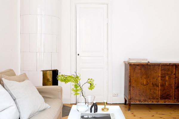 木材是北欧风格装修的灵魂。为了有利于室内保温,因此北欧人在进行室内装修时大量使用了隔热性能好的木材。这些木材基本上都使用未经精细加工的原木,保留了木材的原始色彩和质感。