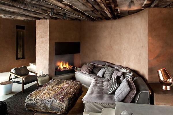 它象征性地将别墅联结在一起,为空间增添了迷人的色彩。
