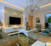 本案是银滩雅苑137㎡简欧风格装修案例,在整体色调中,以暖色为主,给人一种温馨的感觉。